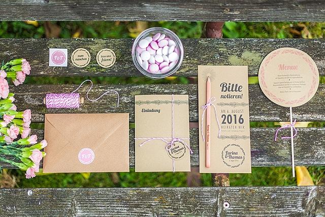Feine Papeterie und Einladungskarten aus Holz von Mannikus Made