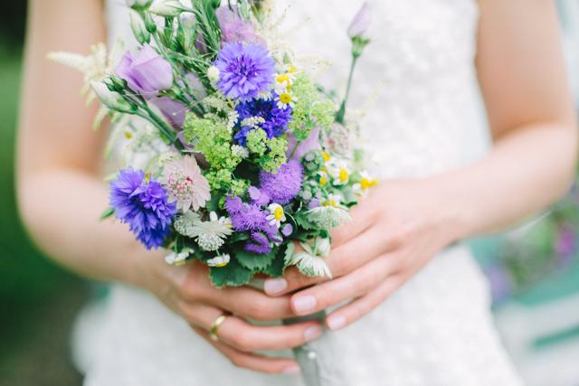 Brautstrauß Wiesenblumen blau
