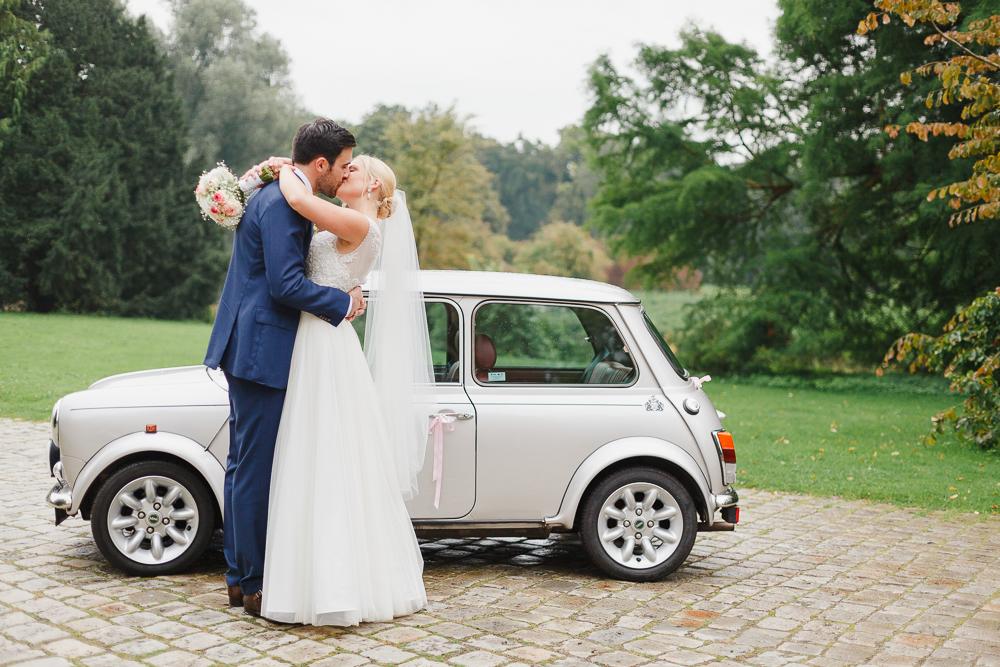 Multikulturelle Vintage Hochzeit mit Mini Cooper von Irina und Chris Photography