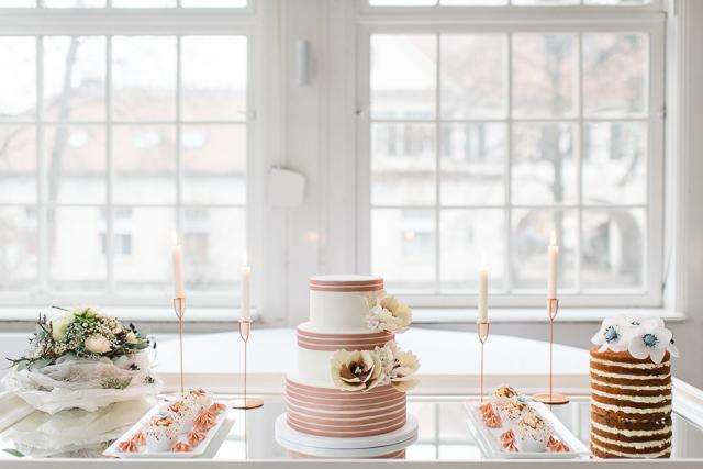 Elegante Hochzeit im Winter in zartem Serenity und Kupfer von Christiane Cloete