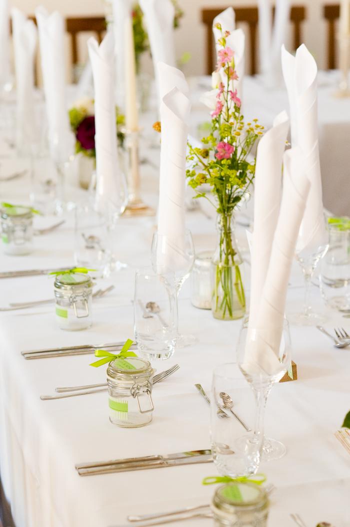 Tischdekoration grün pink