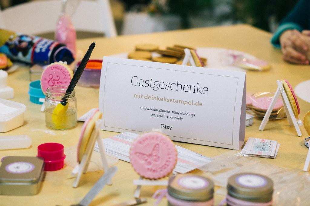 DIY Gastgeschenke: Individuelle Kekse mit Keksstempel