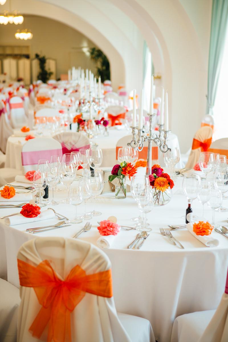 Tischdeko rot orange pink Hochzeit