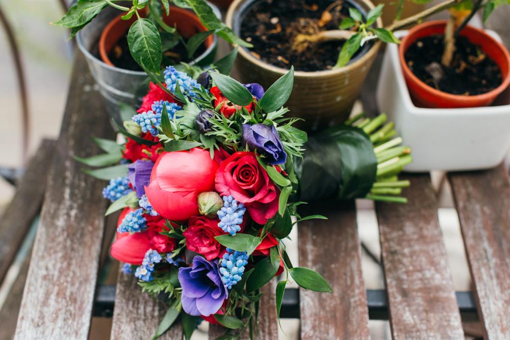 Brautstrauß rot lila blau