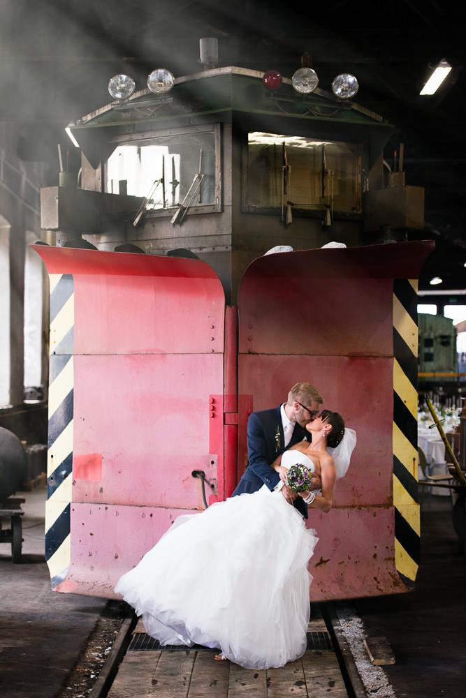 Industrie trifft Vintage: Romantische Hochzeit im Zugdepot