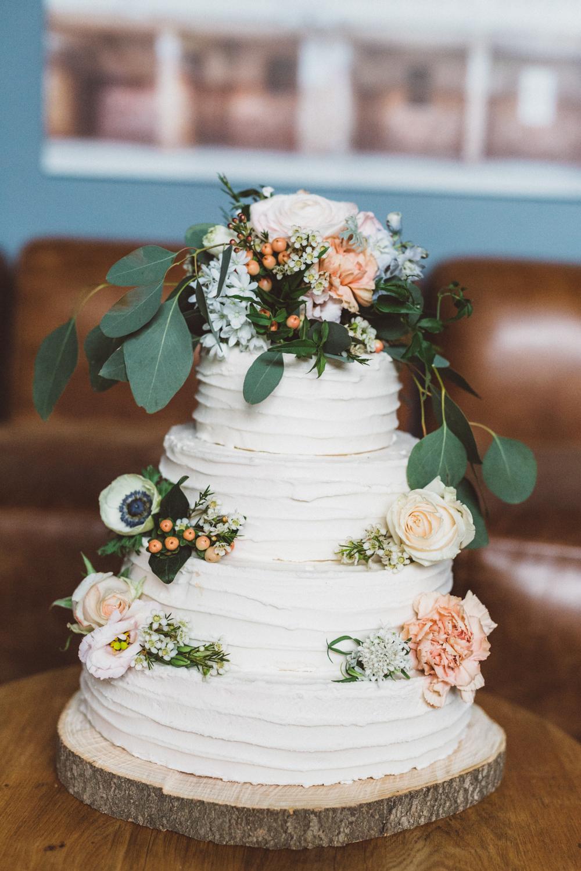 Hochzeitstorte weiß blau