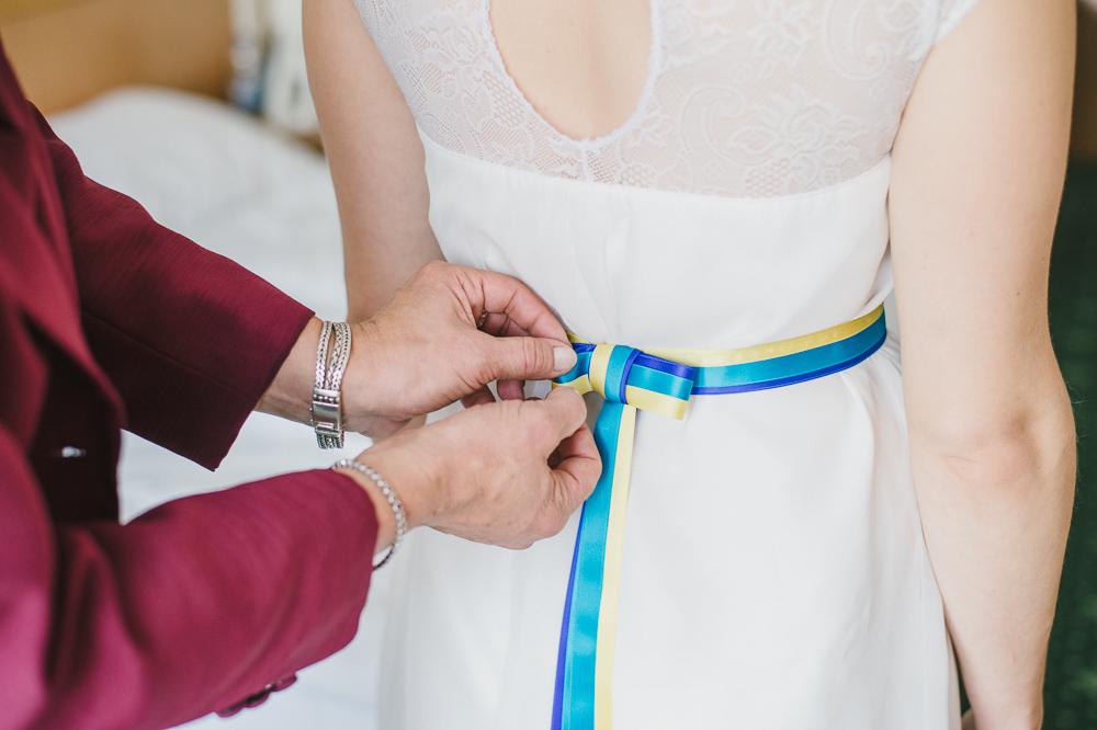 Brautkleid Schleife gelb blau