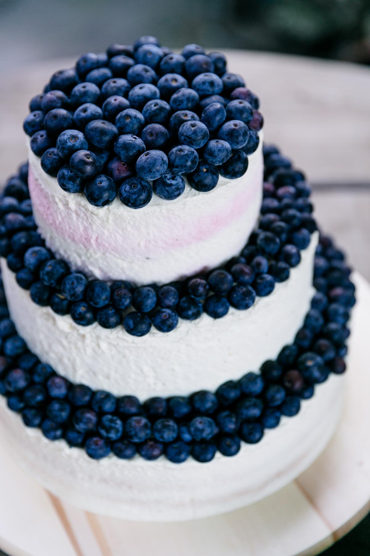 Sommerliche Hochzeit Zu Dritt In Blau Und Peach Hochzeitsblog The