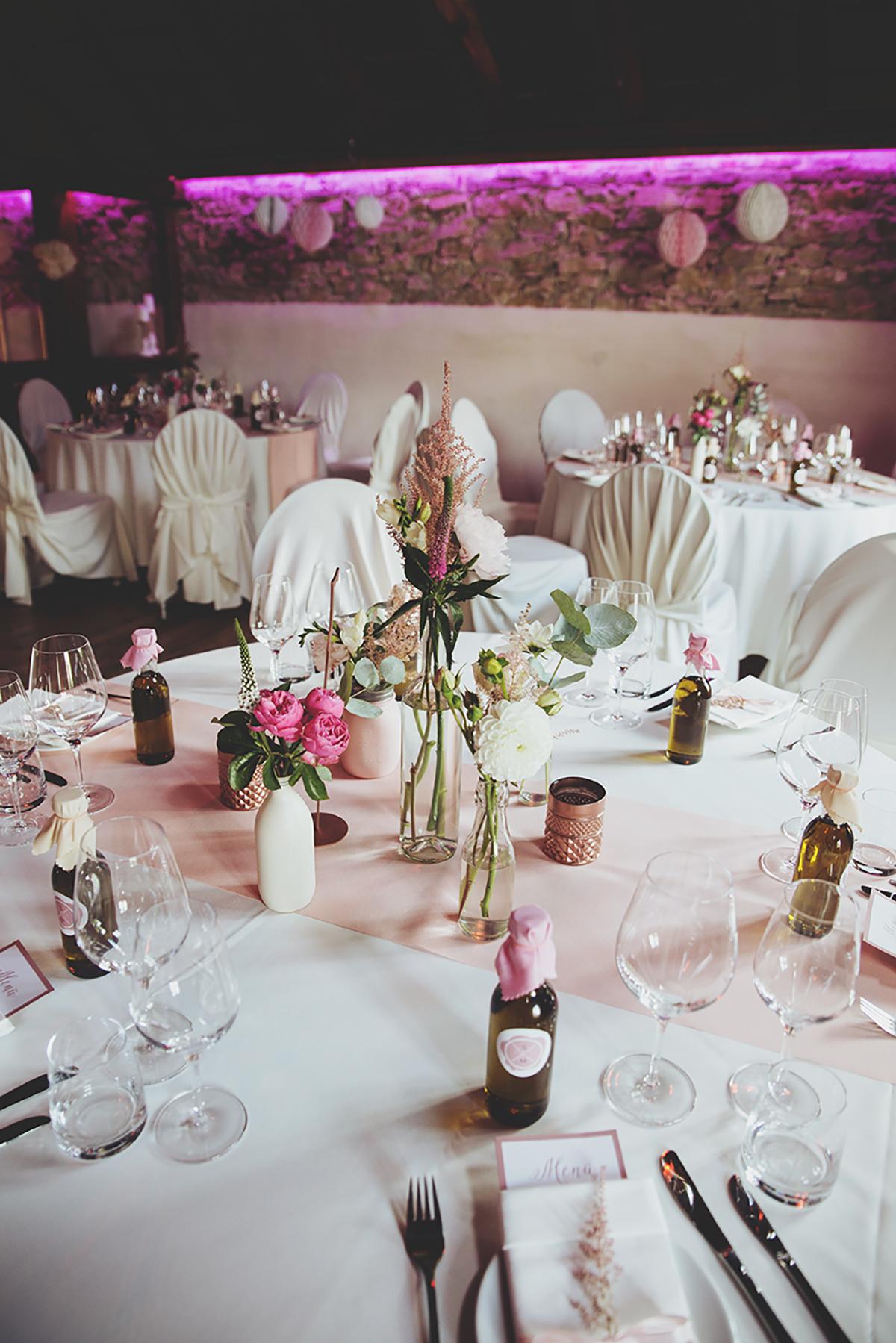 romantische diy hochzeit hochzeitsblog the little wedding corner. Black Bedroom Furniture Sets. Home Design Ideas