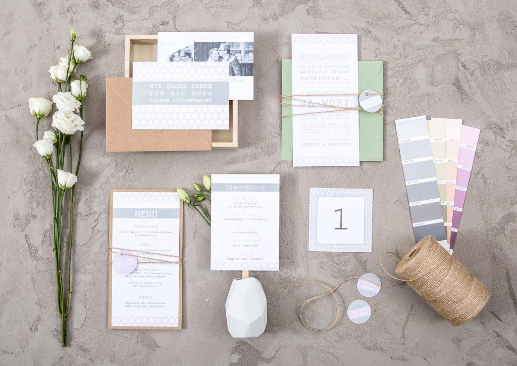 Individuelle Hochzeitspapeterie von Farbgold für 2017