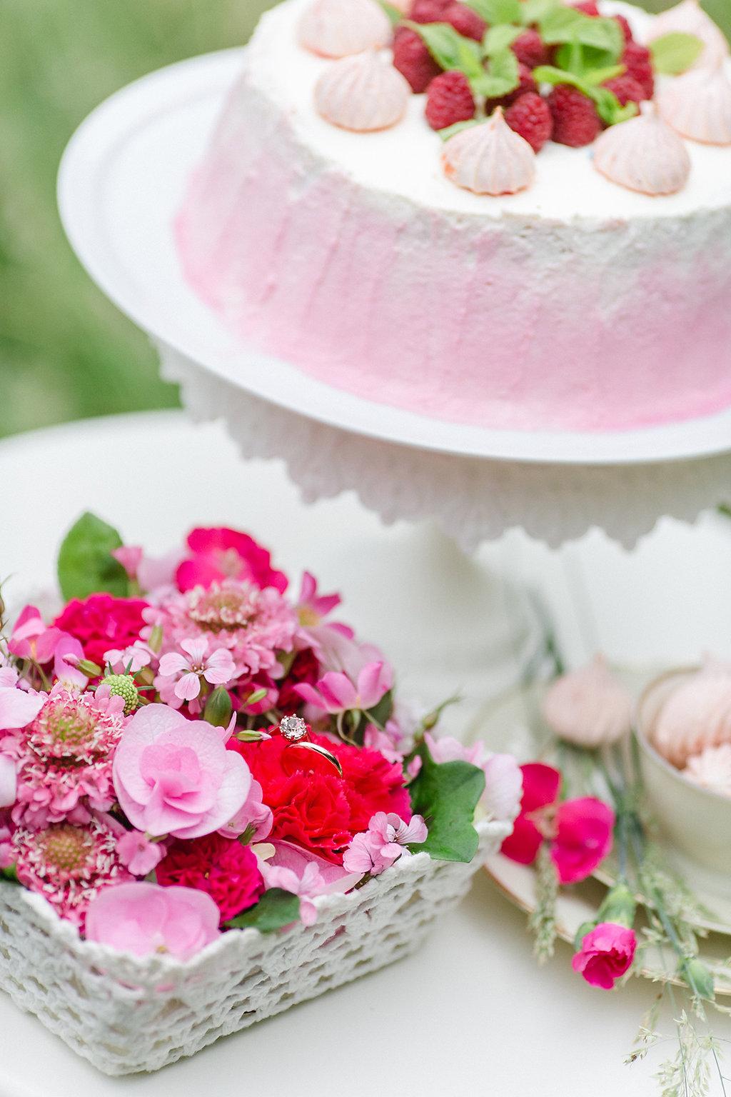 "styled shoot ""Schaukeln im rosa Blütentraum"""