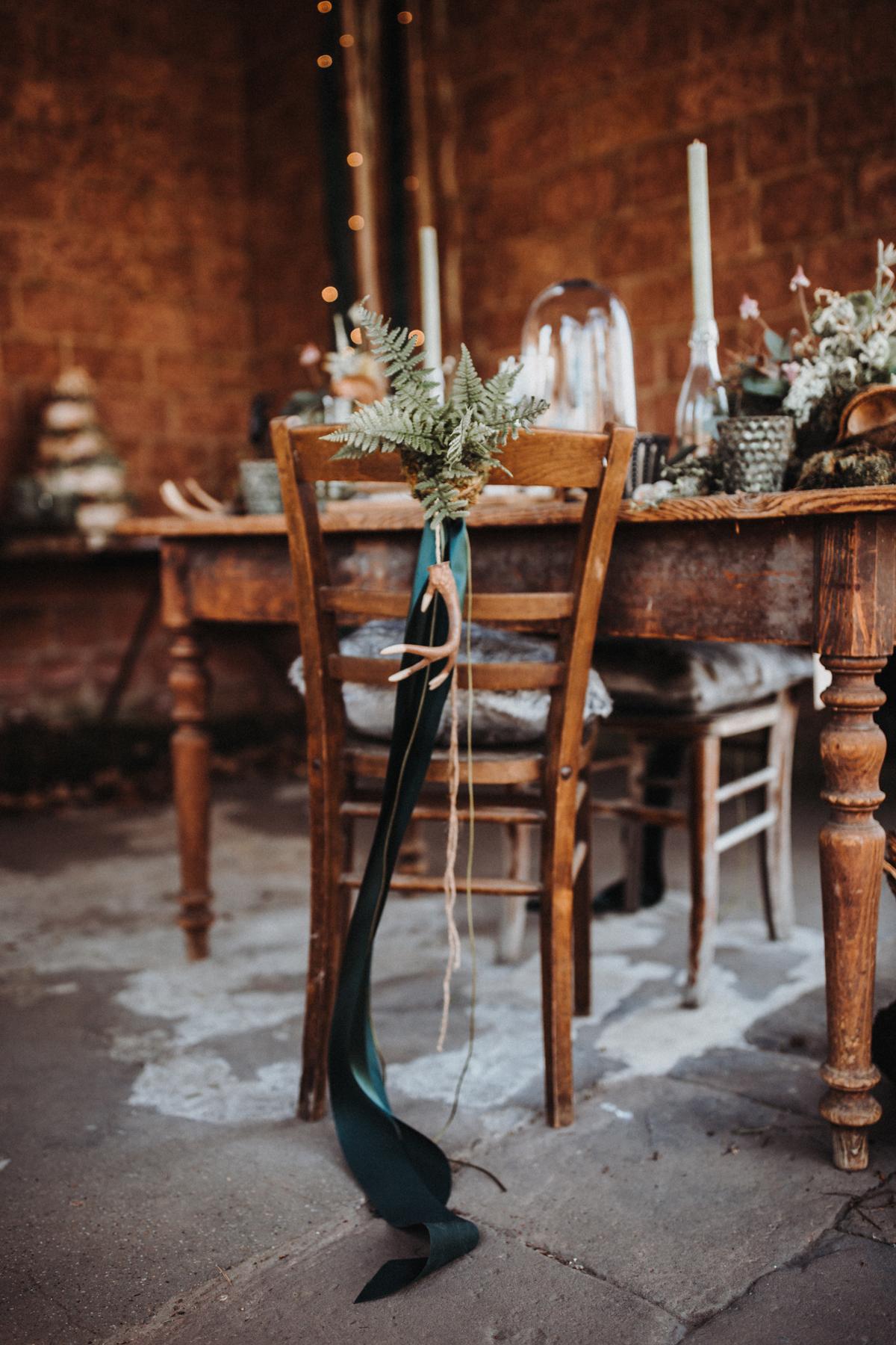 Stuhldekoration Farn Hochzeit