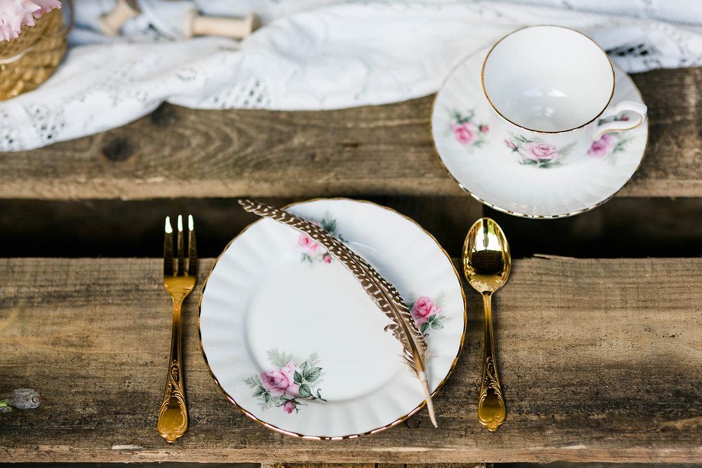 Vintage Geschirr Tischdekoration