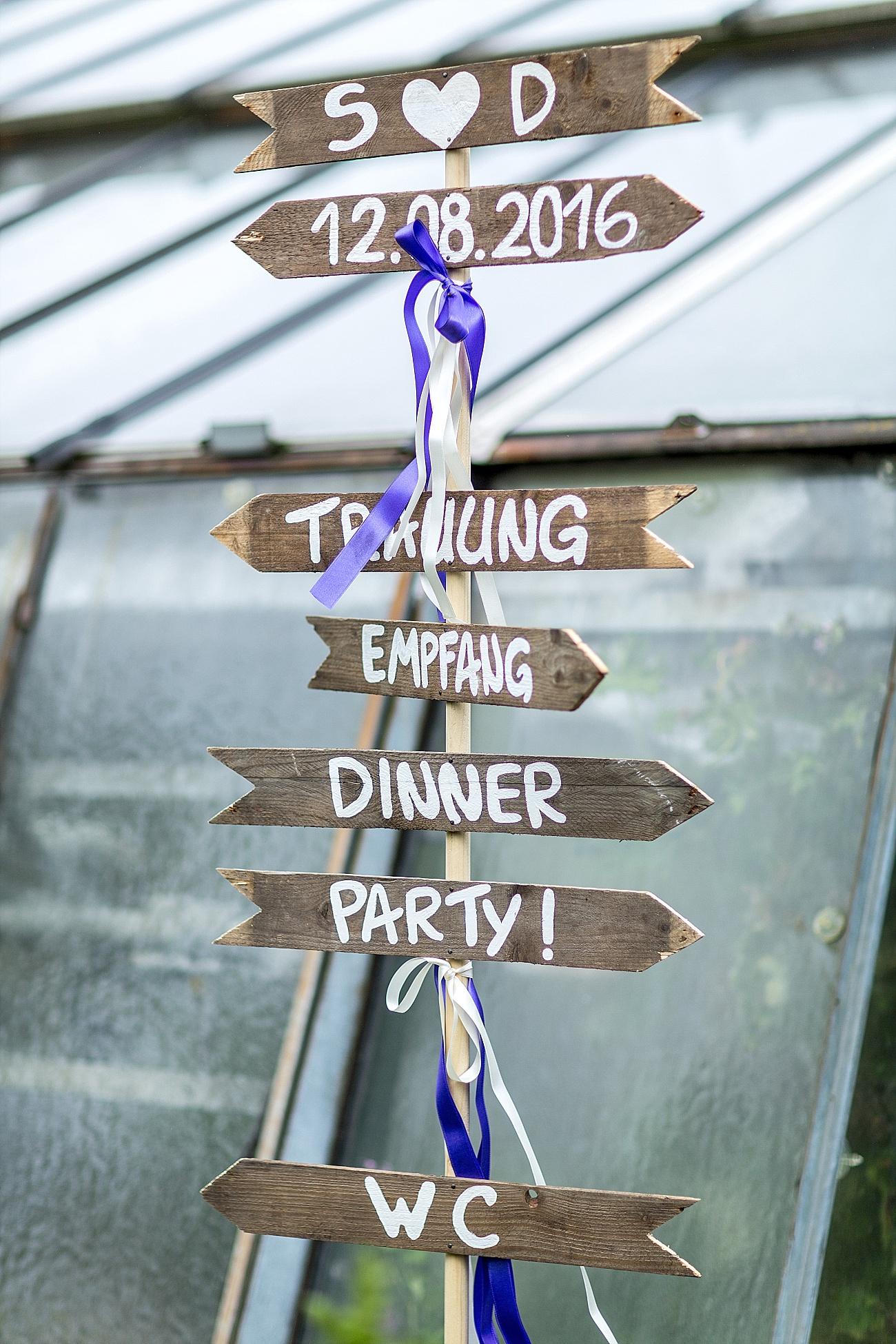 Schilder für Wegweiser aus Holz Hochzeit