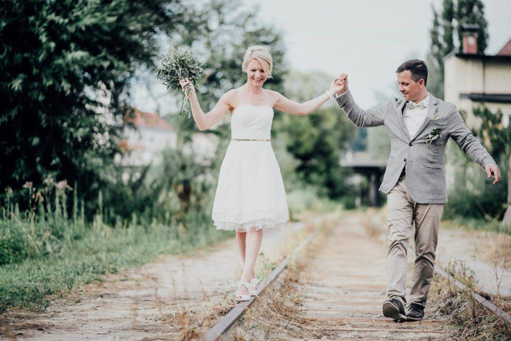 Moderne Greenery Hochzeit mit Schifffahrt