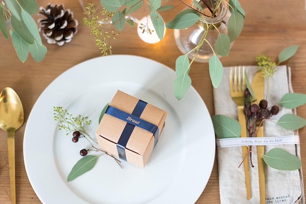 DIY Gastgeschenk mit selbstgemachten Etiketten und Bändern