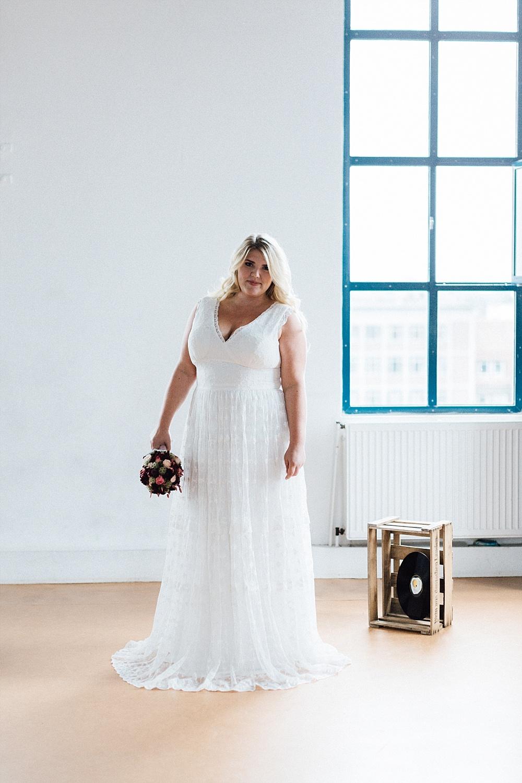 Brautkleid in großen Größen, Brautkleider in großen Größen, Brautkleid Plus Size, Brautkleid Curvy, Brautkleid große Größen, Brautkleid Spitze, Brautkleid Vintage, Brautkleid lang, Brautfrisur geflochten #plussize #curvy #brautkleid #braut #standesamt #spitze #vintage #kleid #geflochten #langehaare #zopf #brautfrisur küssdiebraut Brautkleider in großen Größen