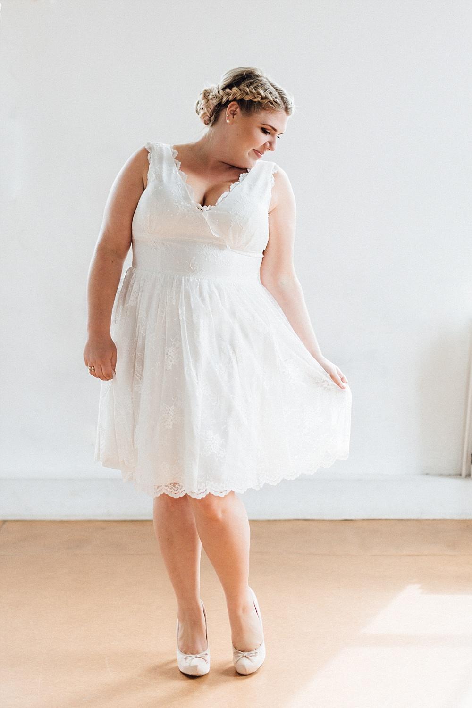 Brautkleid Plus Size, Brautkleid Curvy, Brautkleid große Größen, Brautkleid Spitze, Brautkleid Vintage, Brautkleid lang, Brautfrisur geflochten #plussize #curvy #brautkleid #braut #standesamt #spitze #vintage #kleid #geflochten #langehaare #zopf #brautfrisur küssdiebraut Brautkleider in großen Größen