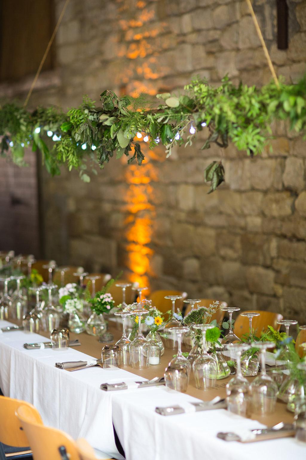 Hochzeit Tischdeko Greenery, Gartenhochzeit grüne Deko, grüne Tischdeko Hochzeit