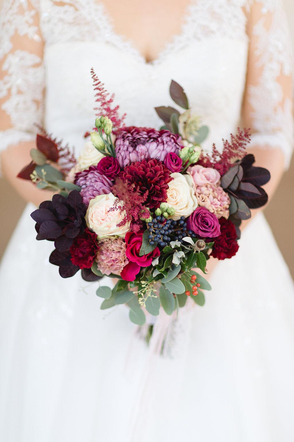 Brautstrauß Herbst, brautstrauß Dahlien, Brautstrauß beerentöne, Brautstrauß rot