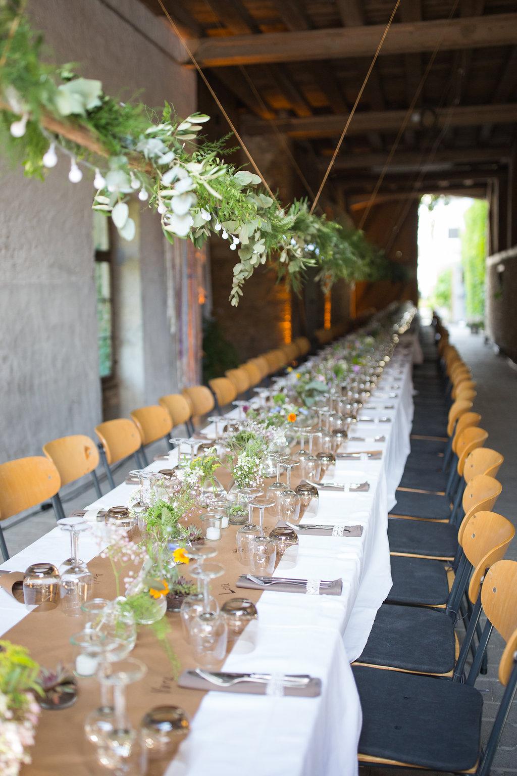 Greenery Tischdekoration, Hochzeit Deko grüne Zweige hängedene Dekorationen, Hängedeko Hochzeit, Greenery Deko