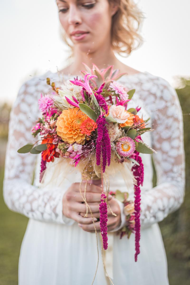 Bunte Tropical Wedding Ideen mit Ananas | Hochzeitsblog The Little ...