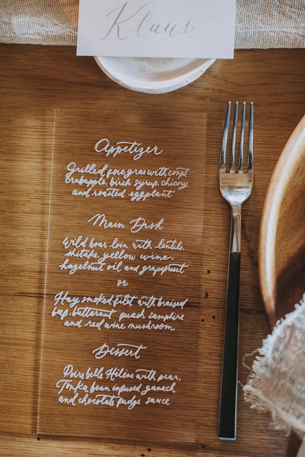 Hochzeitskarten Acryl, Hochzeitstrend 2018 Acryl, Acryl Menükarte Kalligrafie