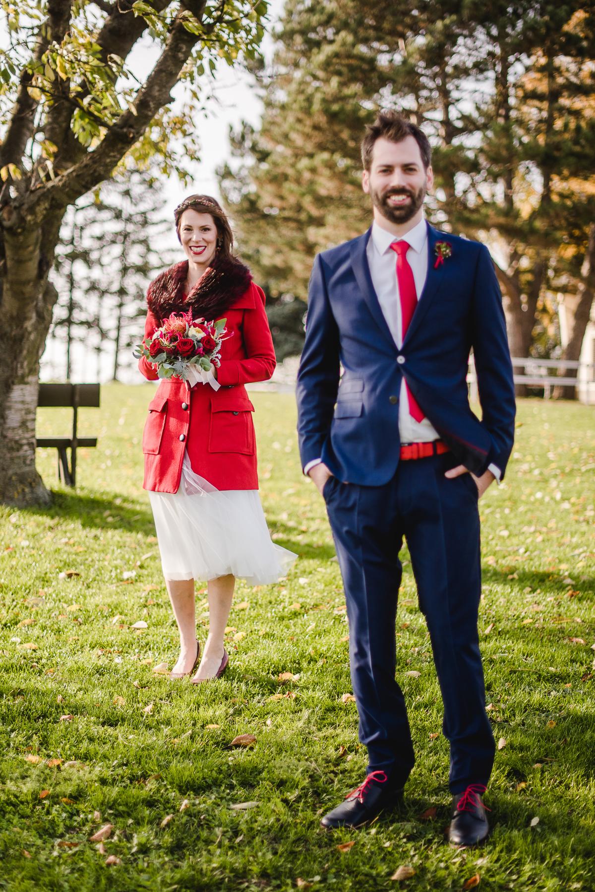 Herbsthochzeit Brautkleid, Herbsthochzeit rot, Brautkleid Mantel rot Herbst