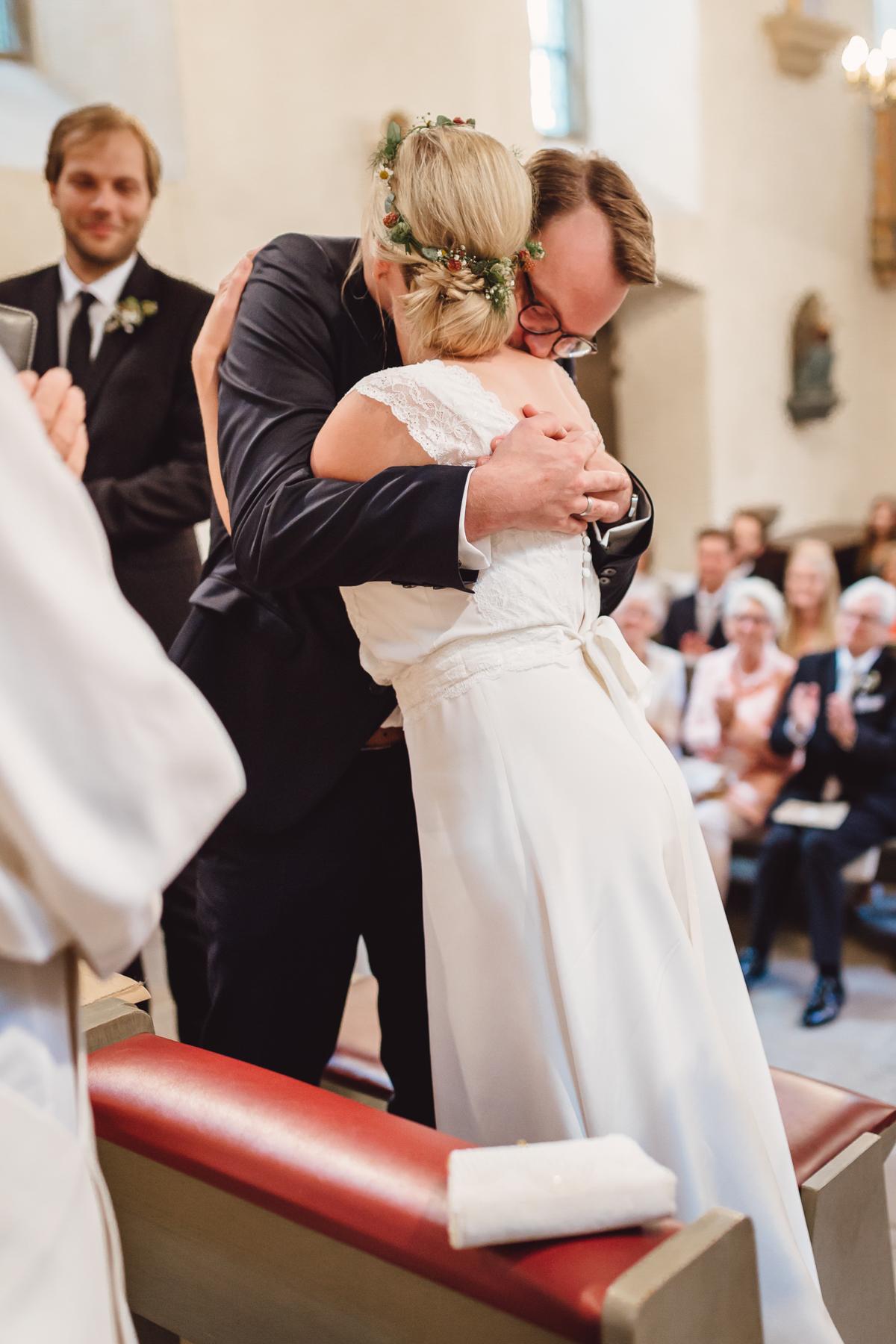 Rustikale DIY Hochzeit mit Wald und Hirschmotiv   Hochzeitsblog The ...