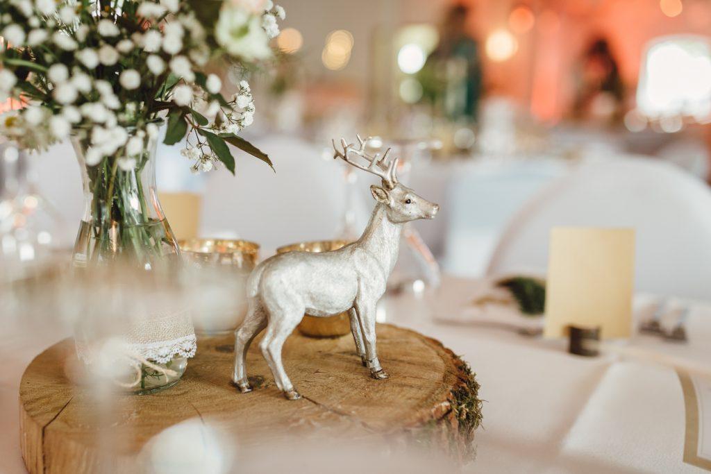 Rustikale DIY Hochzeit mit Wald und Hirschmotiv