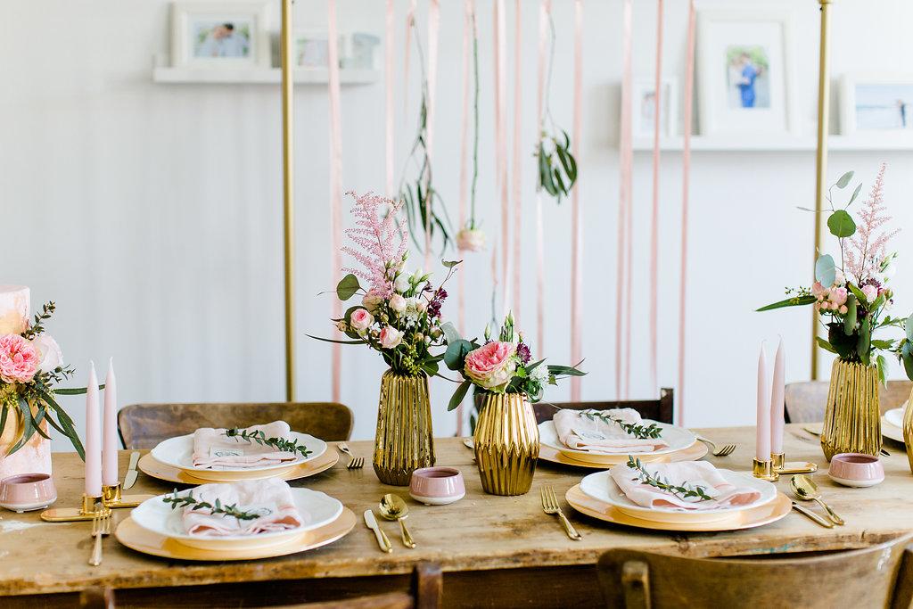 Hochzeit zu Hause, Heiraten zu Hause, Hochzeit daheim feiern, Tischdeko Ideen Hochzeit zu Hause,  Micro Wedding, Tiny Wedding, kleine Hochzeit, DIY Hochzeit