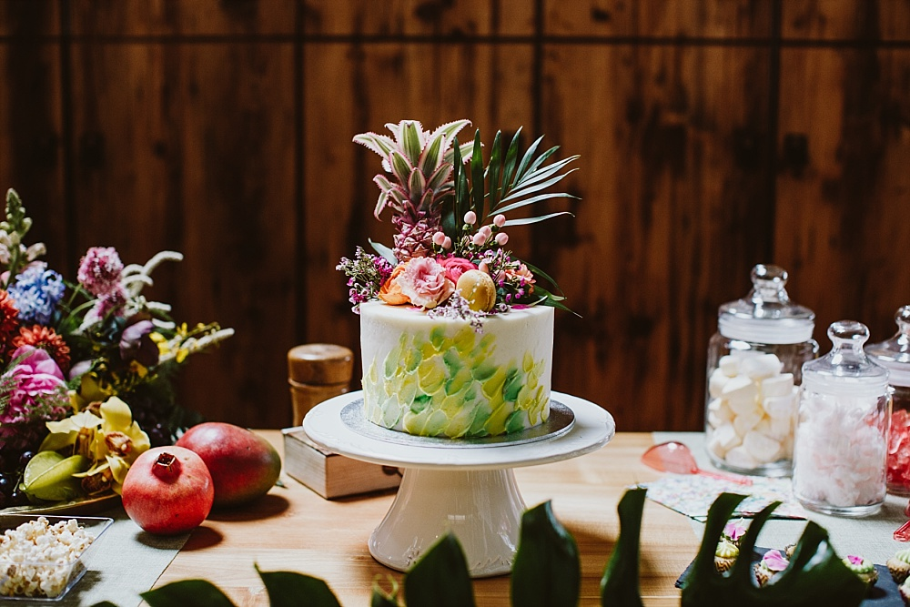 Tropical Sweet Table für Brautparty und BRidal Shower mit Brushstroke Cake