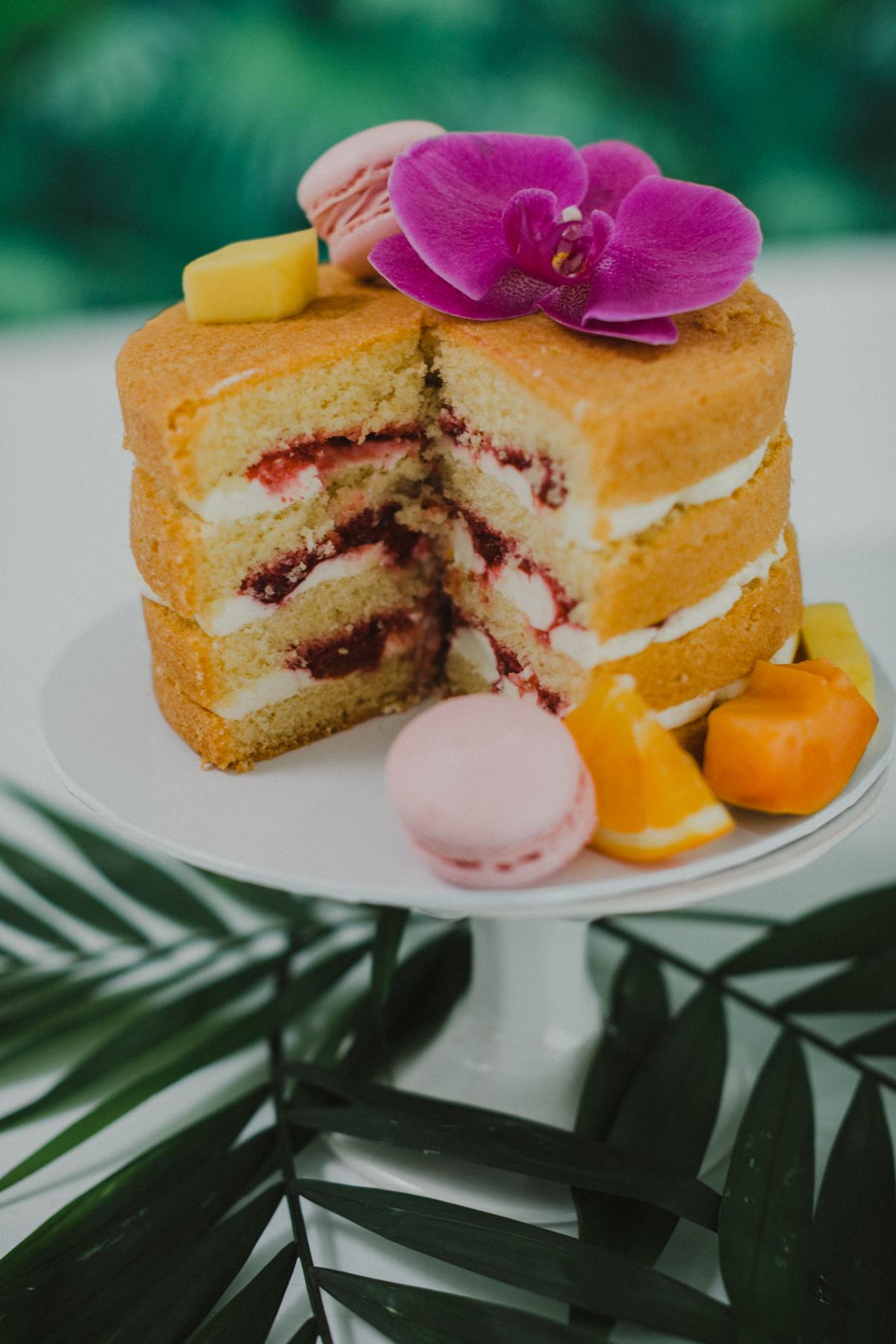Naked Cake Hochzeitstorte mit Himbeeren