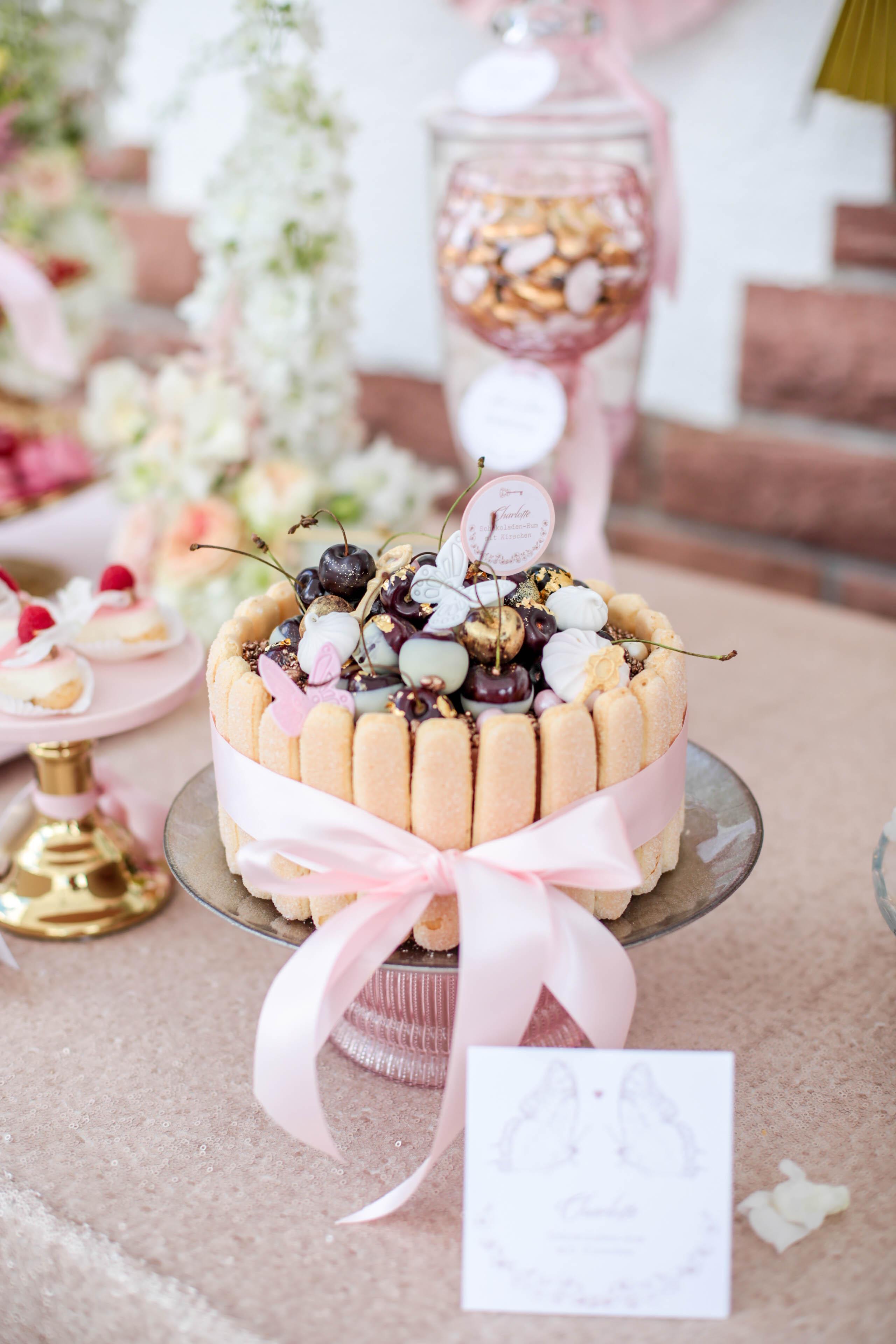 Sweet Table Fur Hochzeit In Rosa Und Gold Hochzeitsblog The Little