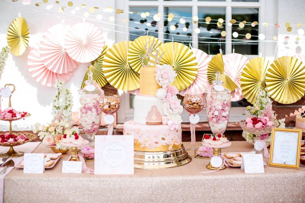 Hochzeit Sweet Table Alice im Wunderland in Blush, Rosa und Gold