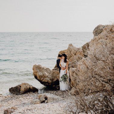 Schwarz & Minimalistisch Heiraten in Kroatien in der Trendfarbe Schwarz