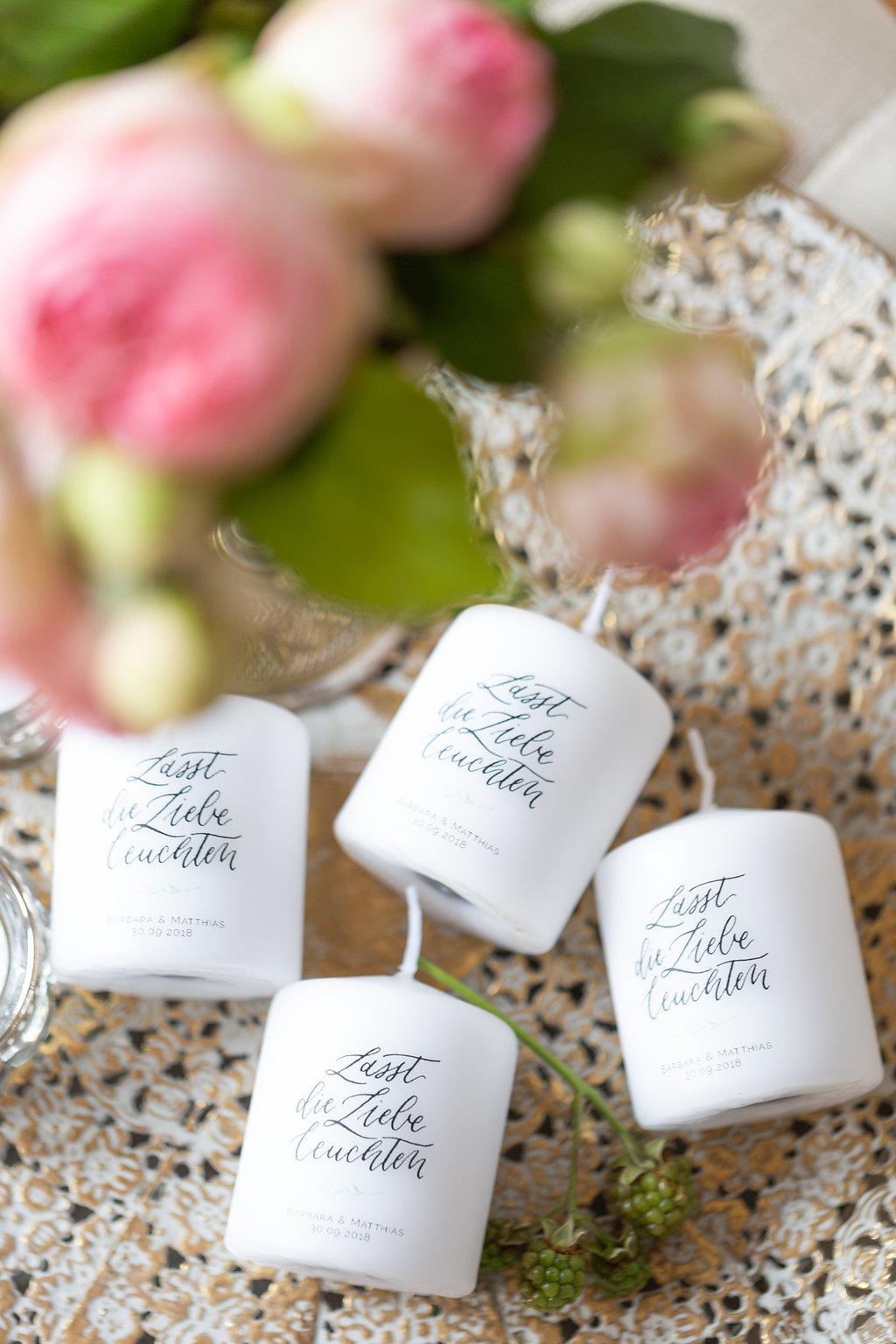 Gastgeschenke individuell Kerzen Hochzeit personalisiert Lasst die Liebe leuchten