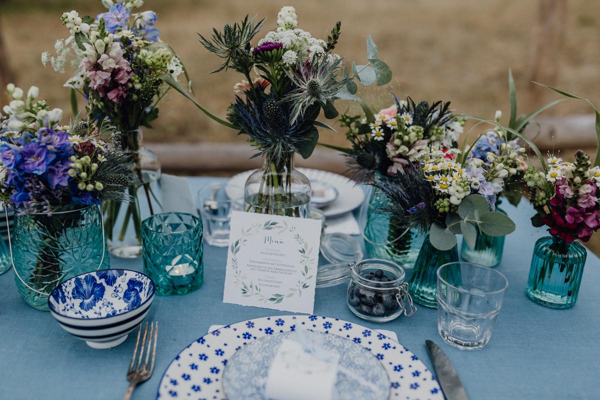 ideen f r eine midsommar hochzeit in blau und wei hochzeitsblog the little wedding corner. Black Bedroom Furniture Sets. Home Design Ideas