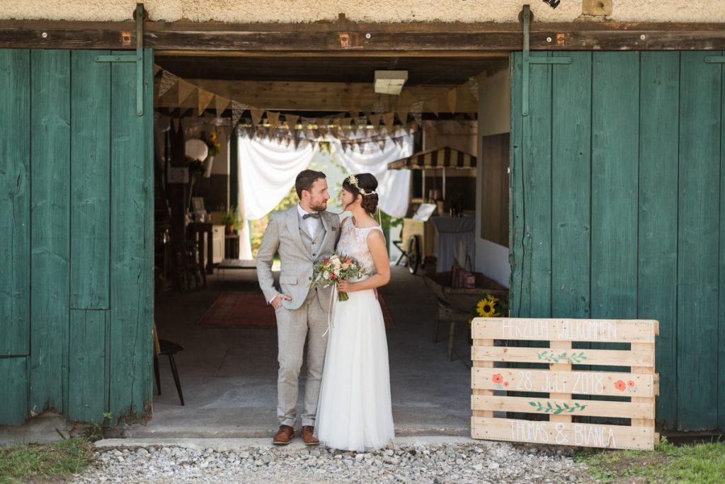 DIY Hochzeit WIllkommensschild auf Holzpalette