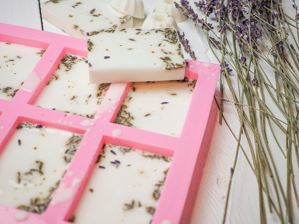 Seife selber machen, Lavendelseife als Gastgeschenk für Hochzeit selber machen