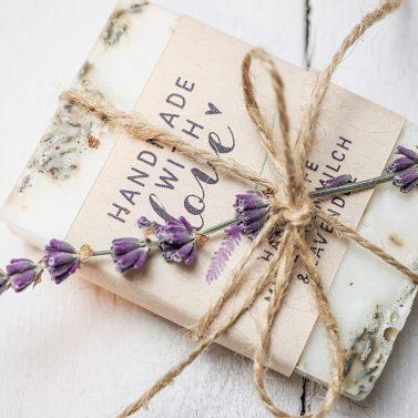 DIY Gastgeschenk: Lavendelseife selber machen