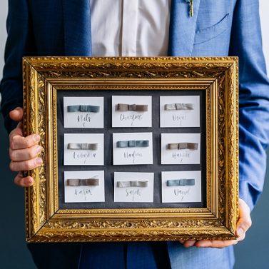 Sitzplan selber machen: DIY Sitzordnung für die Fine Art Hochzeit