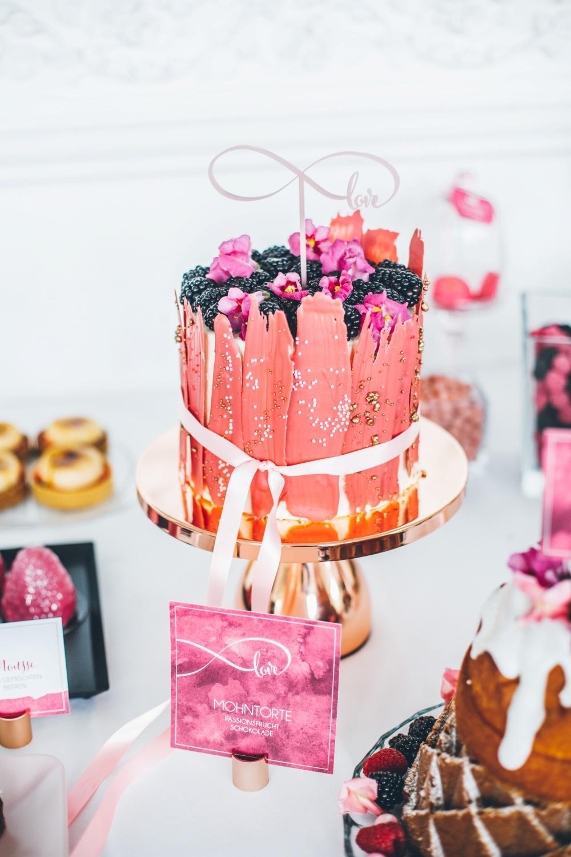 Brushstroke Cake Hochzeit, Hochzeit Sweet Table modern, Hochzeitstorte Trends