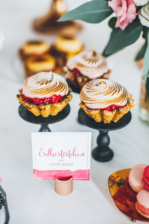 Erdbeertörtchen mit Creme Brulee, Erdbeertörtchen Hochzeit