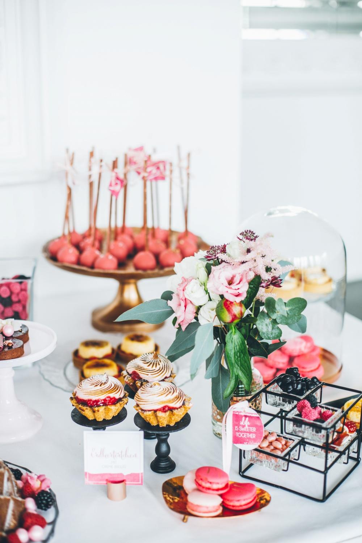 Sweet Table Hochzeit in Grau und Pink
