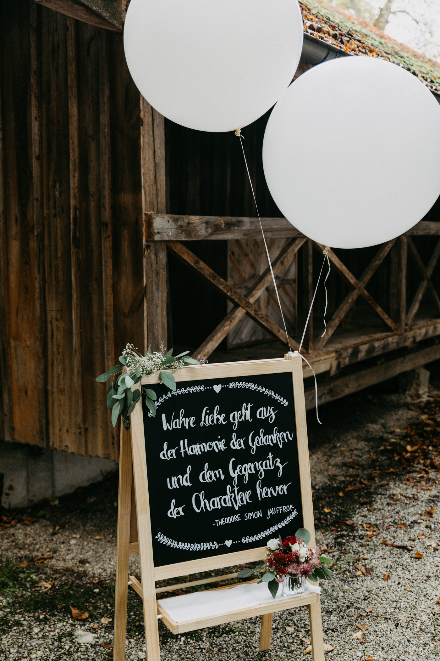 Ideen zur DIY Dekoration für Scheunenhochzeit und Trauung in der Scheune