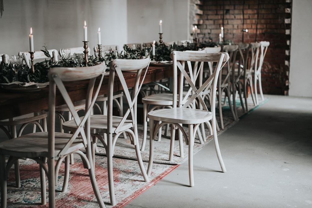 Cross Back Chairs für Hochzeit mieten,