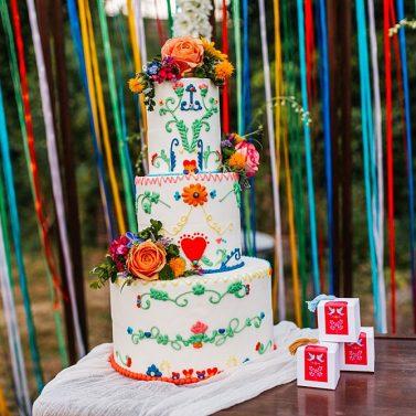 Midsommar Folklore Hochzeit im eigenen Garten