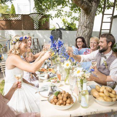 Sommerhochzeit im eigenen Garten: Ideen & Tipps