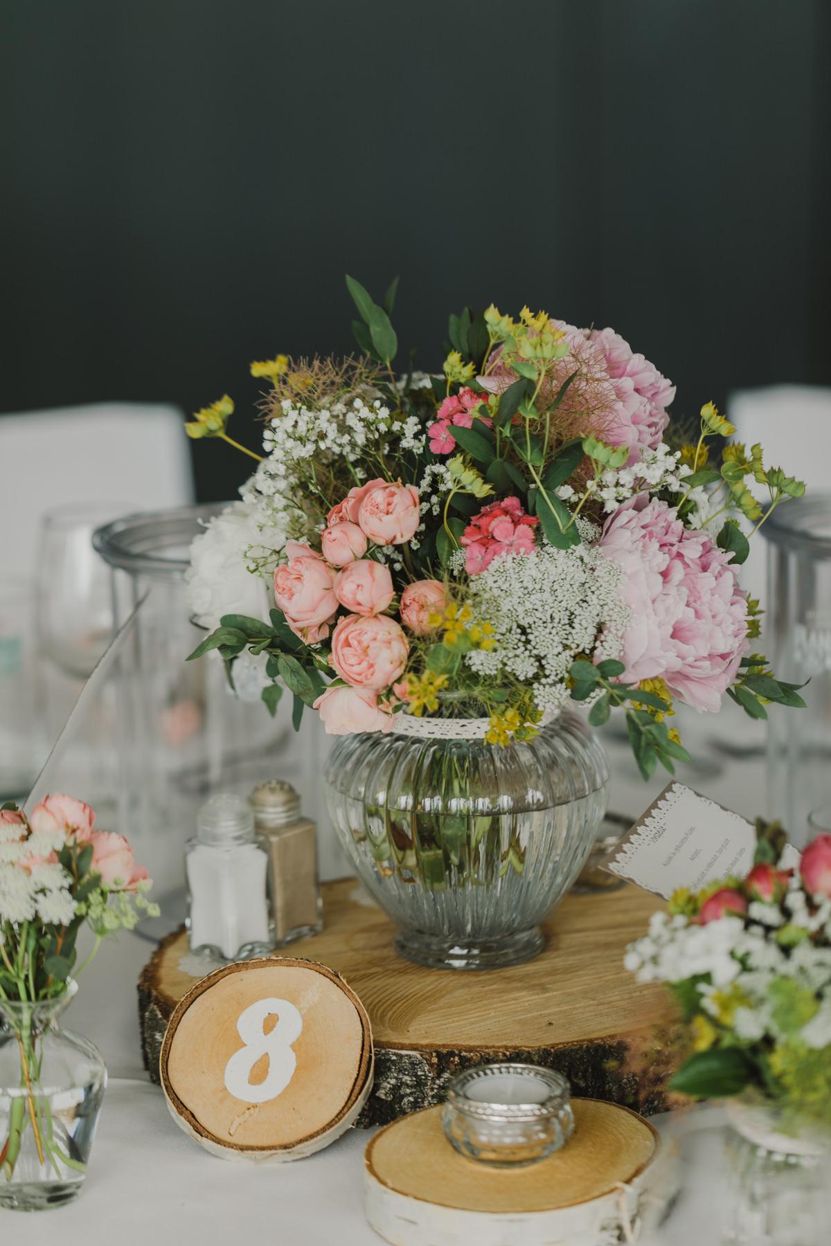 Tischdekoration Hochzeit Baumscheiben